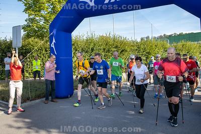Belchenlauf 2019 - Start Nordic Walking - Links startschussabgabe von Regierungsrätin Susanne Schaffner.