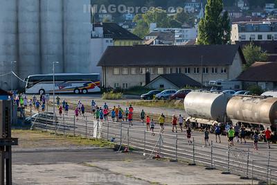 Belchenlauf 2019 - nach dem Start beim Bahnhof Olten Hammer.