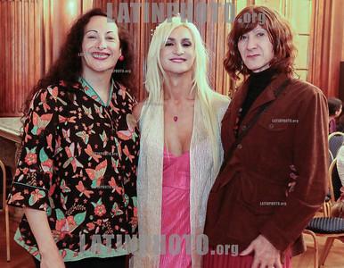 Argentina : Cooperativa Arte TV Trans en la Legislatura de la Ciudad de Buenos Aires recibiendo el premio a la Trayectoria , el 17/07/2019 Día Internacional contra la Homofobia , Lesbofobia, Transfobia . En el año del 50º Aniversario de los disturbios de STONEWALL , festejamos este día con una muestra de su trabajo en donde TODES son Bienvenides , Se hizo un fragmento de MADE IN LANUS , una de sus obras en gira y cerro con el desfiles de Inevitable Vanidad de Emma Serna / award ceremony Trayectoria on the International Day Against Homophobia , Transphobia and Biphobia / Argentinien : Paula Arraigada , Emma Serna und Melisa Del Oro während der Preisverleihung Trayectoria am Internationaler Tag gegen Homophobie , Transphobie und Biphobie 2019 © Santiago Debenedetti/LATINPHOTO.org