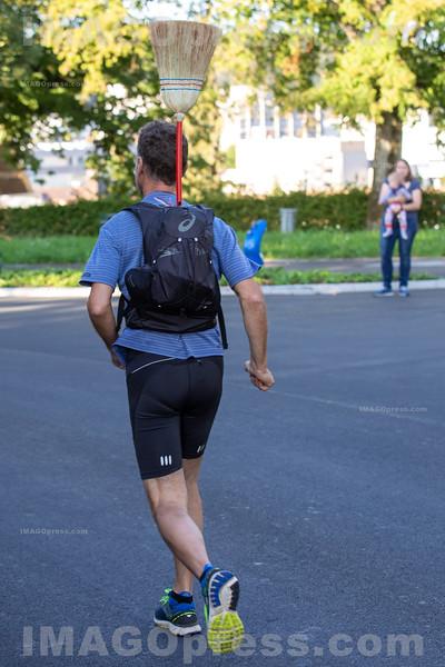 Belchenlauf 2019 - Der Besenmann macht den Schluss.