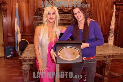 Argentina : Cooperativa Arte TV Trans en la Legislatura de la Ciudad de Buenos Aires recibiendo el premio a la Trayectoria , el 17/07/2019 Día Internacional contra la Homofobia , Lesbofobia, Transfobia . En el año del 50º Aniversario de los disturbios de STONEWALL , festejamos este día con una muestra de su trabajo en donde TODES son Bienvenides , Se hizo un fragmento de MADE IN LANUS , una de sus obras en gira y cerro con el desfiles de Inevitable Vanidad de Emma Serna / award ceremony Trayectoria on the International Day Against Homophobia , Transphobia and Biphobia / Argentinien : Emma Serna und Nicole Cagy während der Preisverleihung Trayectoria am Internationaler Tag gegen Homophobie , Transphobie und Biphobie 2019 © Santiago Debenedetti/LATINPHOTO.org