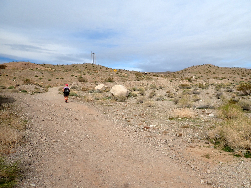 Approaching the White Rock Wash trailhead