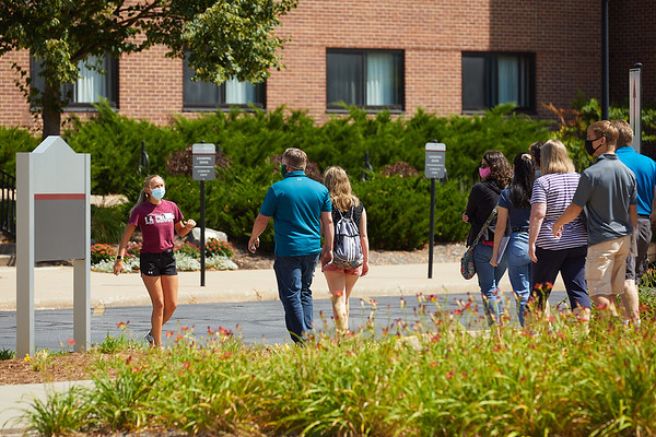 2020 UWL Admissions Curbside Tours COVID-19 0015