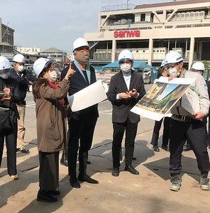 Architect Kengo Kuma visited the site on March 19 to check on progress and finalize design details.