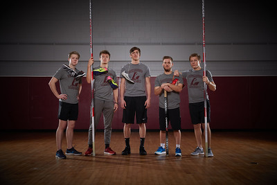 2018 UWL Fall Men's Track Team Vaulters 0033