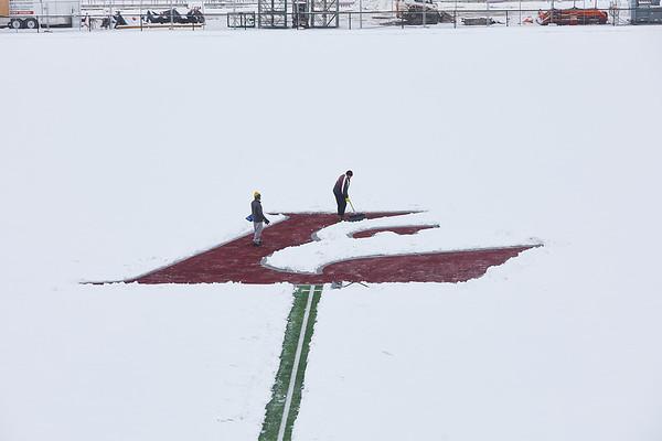 2021 UWL Snow Shoveling Track Eagle L logo 0048