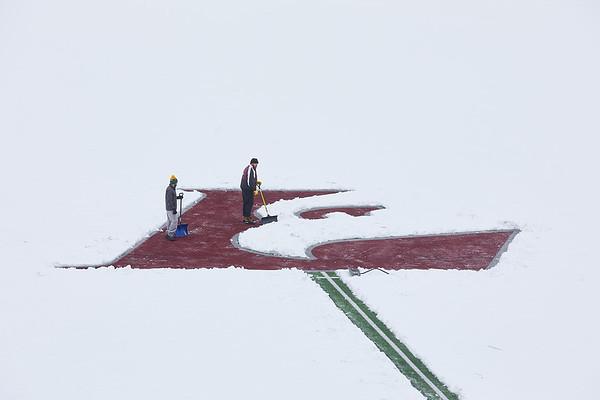 2021 UWL Snow Shoveling Track Eagle L logo 0040
