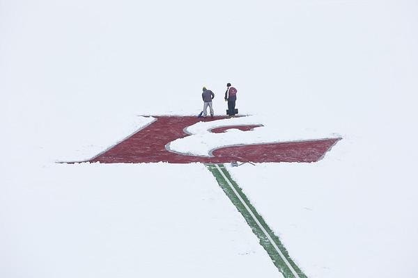 2021 UWL Snow Shoveling Track Eagle L logo 0056