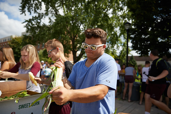 2018 UWL Corn Shucking 0022