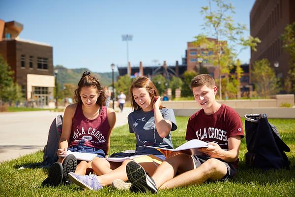 2018 UWL Fall Students Outside 0069
