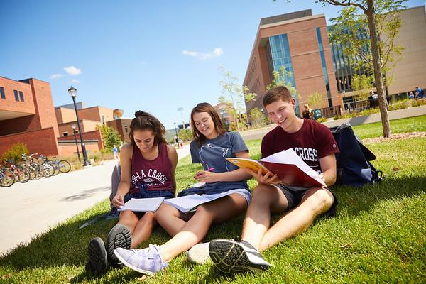 2018 UWL Fall Students Outside 0053