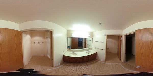 2020 UWL 360 Res Hall Rueter Bathroom 3