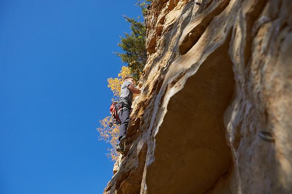 2020 UWL Fall Rock Climbers Grandad Bluff 0106