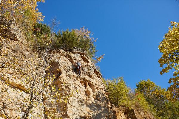 2020 UWL Fall Rock Climbers Grandad Bluff 0128