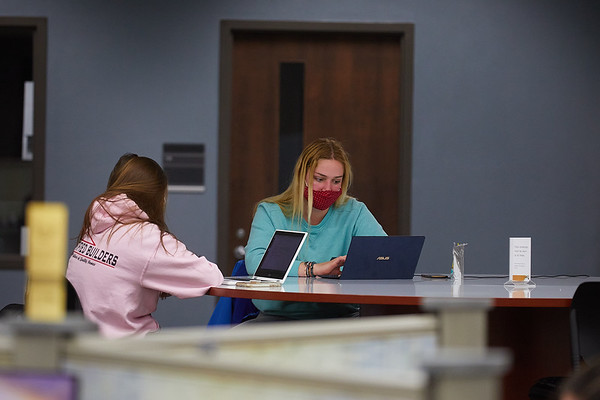 2020 UWL Student Studying Murphy Library 0052