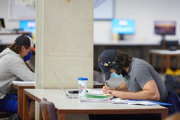 2020 UWL Student Studying Murphy Library 0055