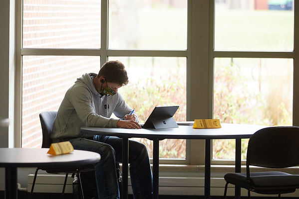 2020 UWL Student Studying Murphy Library 0051