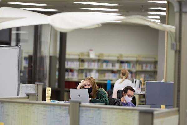 2020 UWL Student Studying Murphy Library 0046