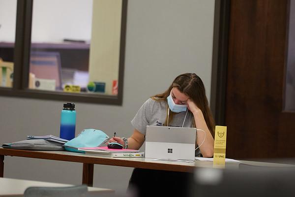 2020 UWL Student Studying Murphy Library 0060