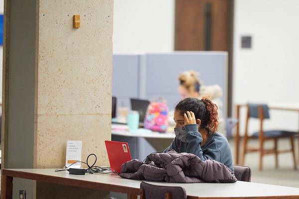 2020 UWL Student Studying Murphy Library 0047