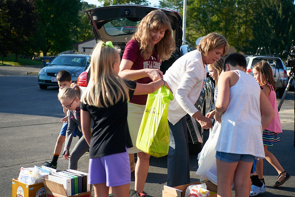 2018 UWL Donations to Coon Valley Elementary Flood 0055