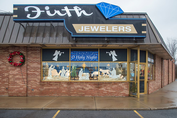 201209 Firth 1<br /> James Neiss/staff photographer <br /> Niagara Falls, NY - Firth Jewelers holiday display. For Advertising DPT.