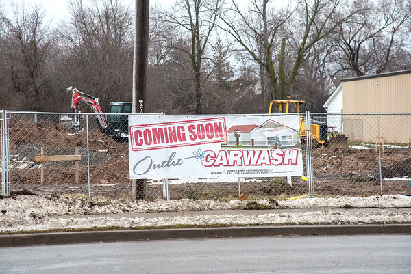 201228 Enterprise 2<br /> James Neiss/staff photographer <br /> Town of Niagara - The Outlet Carwash is under construction on Military Road, just north of Packard Road.