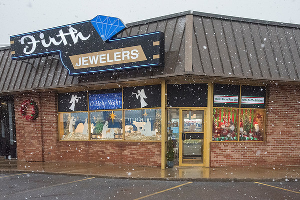 201209 Firth 4<br /> James Neiss/staff photographer <br /> Niagara Falls, NY - Firth Jewelers holiday display. For Advertising DPT.