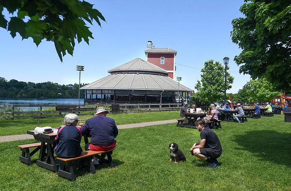 200601 Enterprise 4<br /> James Neiss/staff photographer <br /> Lewiston, NY - The picnic tables outside the Silo Restaurant in Lewiston were a hot commodity during the lunch hour rush. Also a hit was Mazzi the Bernese Mountain Dog puppy with owner David Phillips.