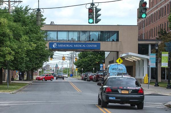200624 Hospital Visitors<br /> James Neiss/staff photographer <br /> Niagara Falls, NY - Niagara Falls Memorial Medical is again allowing visitors.