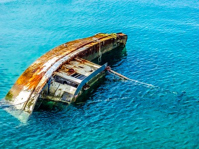 DA040,DT,Rusty_Wreck_Sunk_Into_The_Blue_Bahamas_Shallows-4280