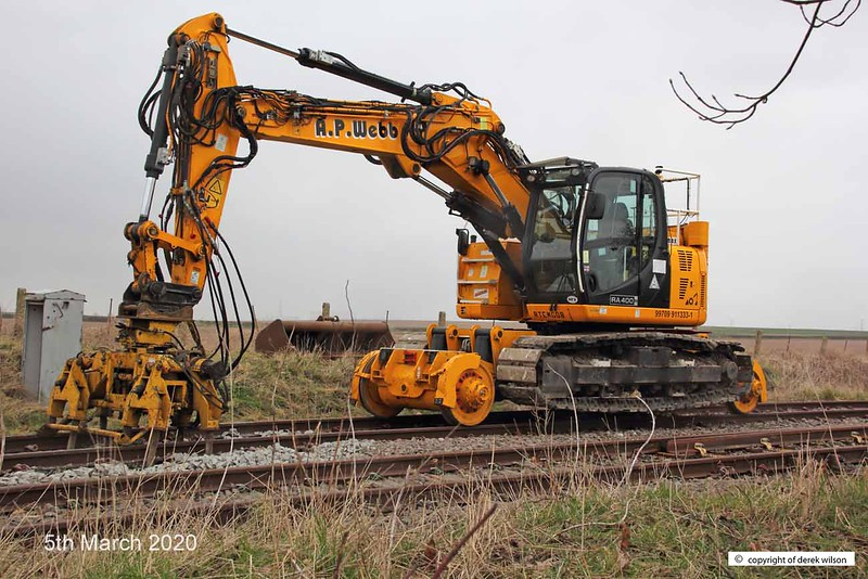 200305-003  A.P. Webb plant 40 tonne JCB Crawler Road Rail Excavator Crane RA400-RR No. 99709  911333-1 working in conjunction with the prototype undercutter at High Marnham.