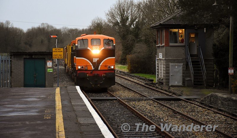 073 arrives at Birdhill with the 0825 Limerick - Ballybrophy Sperry Train. Fri 21.02.20