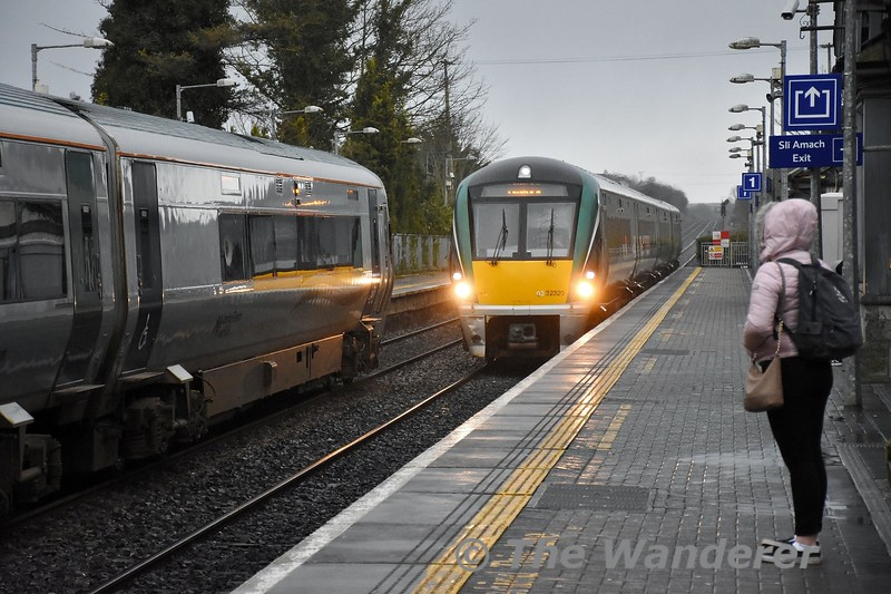 22020 arrives into Portlaoise with the 1530 Heuston - Limerick as 22004 waits to depart with the 1625 to Heuston. Tues 18.02.20