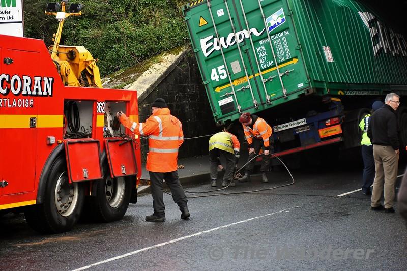 Mountrath Road Bridge (UBC146) bridge strike in Portlaoise. Corcoran's staff preparing the truck for the pull. Thurs 02.01.20