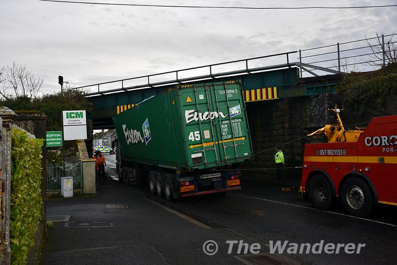 Mountrath Road Bridge (UBC146) bridge strike in Portlaoise. The truck in the process of being pulled out from under the bridge. Thurs 02.01.20