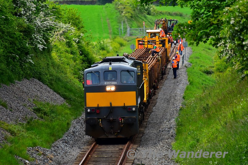 The driver of 084 brings his locomotive forward at walking pace as the rails are dropped off the back of the train. Tues 19.05.20