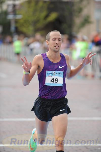 Dathan Ritzenhein at the 2015 Crim 10 Mile in Flint, Michigan on August 22, 2015. (Photo by Dave McCauley)