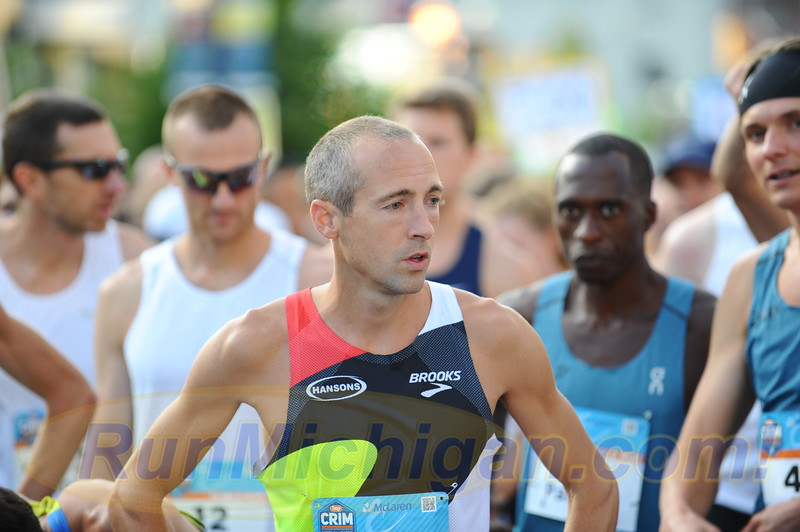 Dathan Ritzenhein prepares for what would be his final competitive Crim 10 Mile in Flint, Michigan on August 24, 2019. (Photo by Dave McCauley)