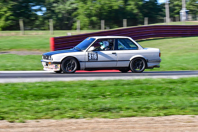 2020 MVPTT MO Int White BMW 318 Older