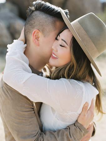 Southern California, Joshua Tree couples photo shoot - Kristen Krehbiel - Kristen Kay Photography | monochromatic and earth toned outfits with hats - a boho desert vibe |  #travel #joshuatree