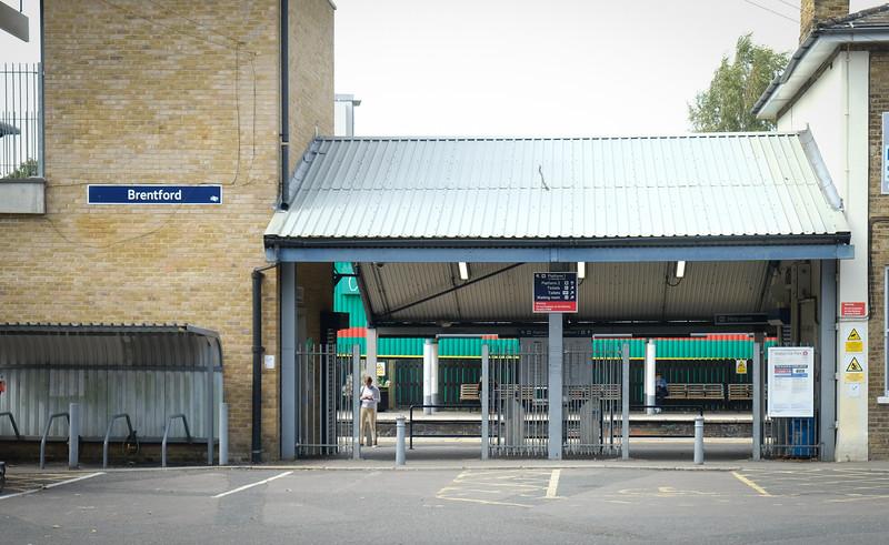 Brentford Station, Brentford