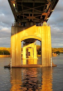 DA104,DT, Julien Dubuque Bridge, Dubuque Iowa @ Evening Light