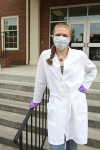 Chloe Loth was a 2020 Summer Scholar who focused her studies on the effects of sunscreen on the human skin biome.