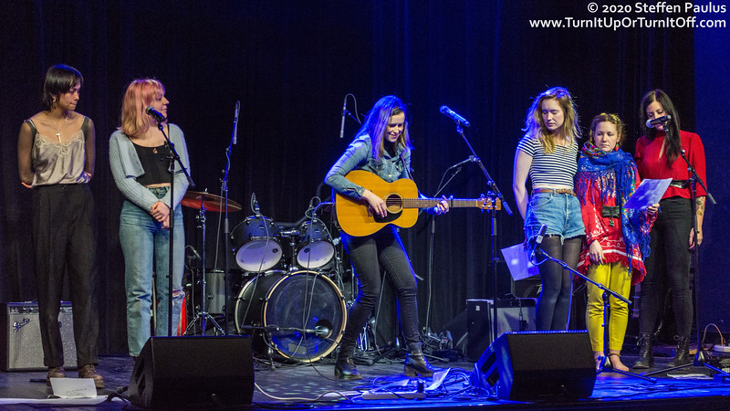 Caroline Brooks is joined by Moscow Apartment, Skye Wallace, Mimi O'Bonsawin and Andrea Ramolo @ International Women's Day Solidarity Concert for Wet'suwet'en @ Paradise, Toronto, ON, 7-March 2020