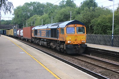 66776 passes Bayford 0912 on 4E34 diverted Southampton to Doncaster iport liner