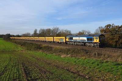 1 December 2020 :: 66709 is seen at Mortimer working 6M26 from Eastleigh to Mountsorrel