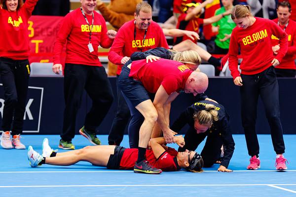 01.03d Team celebrating win Kirsten Flipkens - Fedcup Belgium Kazakhstan 2020