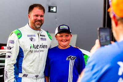 Jonathan Davenport takes a photo with a fan