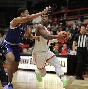 Gardner-Webb University men's basketball team plays Hampton.